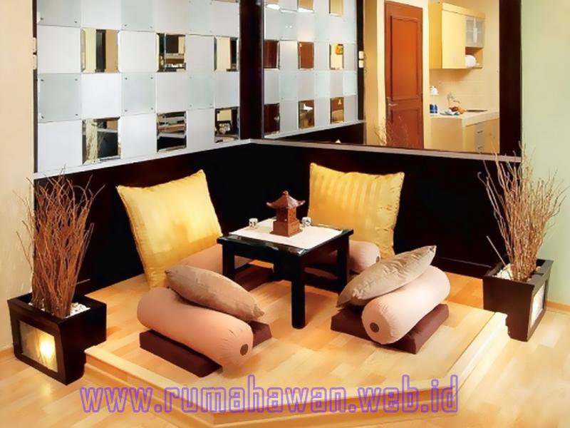 Menata Ruang Tamu Tanpa Sofa